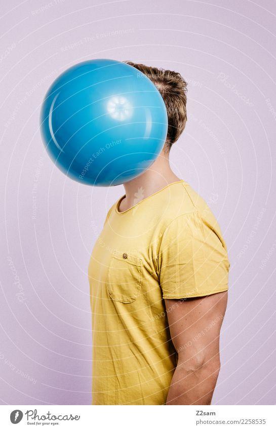 IDENTITY Lifestyle elegant Stil feminin Junger Mann Jugendliche 18-30 Jahre Erwachsene Mode T-Shirt brünett Luftballon stehen trendy modern blau gelb Coolness