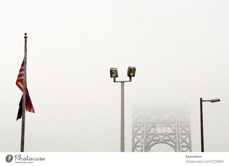 Amerikanische Flagge + Brücke Fotokamera schlechtes Wetter Nebel New York State New Jersey USA Nordamerika Bauwerk Wahrzeichen George Washington Bridge