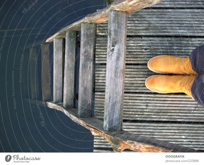 Gelbe Stiefel und Leiter Stil Design Mensch Fuß 1 See Hose Gummistiefel beobachten entdecken authentisch außergewöhnlich einfach Fröhlichkeit lustig retro braun