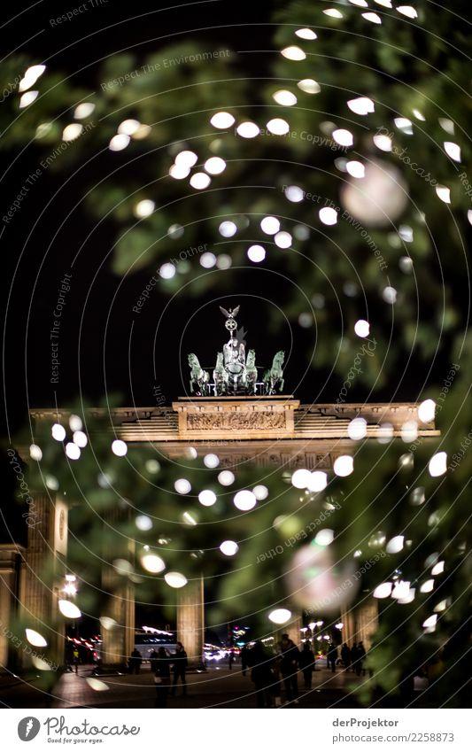 Adventsbesuch am Brandenburger Tor Ferien & Urlaub & Reisen Weihnachten & Advent Freude Winter Architektur Beleuchtung Liebe Berlin Gebäude Zusammensein