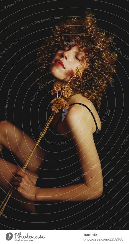 Mensch Jugendliche Junge Frau schön Blume ruhig dunkel 18-30 Jahre schwarz Erwachsene feminin Stil Kunst Haare & Frisuren Körper elegant