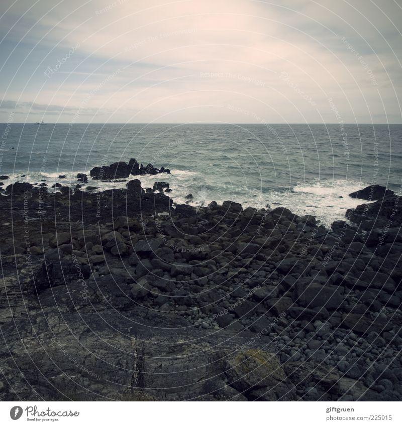 stormy sea Umwelt Natur Landschaft Urelemente Erde Wasser Himmel Wolken Horizont Klima schlechtes Wetter Unwetter Wind Sturm Wellen Küste Strand Meer Insel