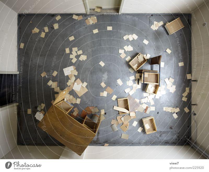 Suche Möbel Stuhl Tisch Büroarbeit Arbeitsplatz Stein Holz Zeichen authentisch einfach Klischee trist Überraschung Verfall Farbfoto Gedeckte Farben