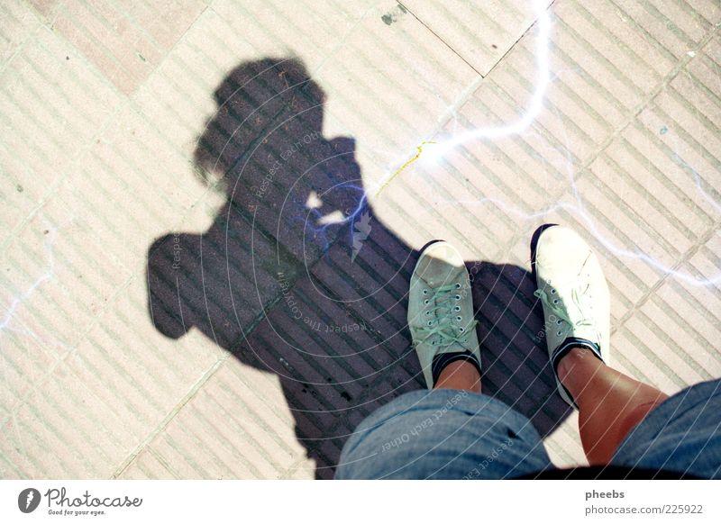 mi sombra Straße Schatten Sonne Buenos Aires Mensch Fuß Beine Strümpfe Pflastersteine Kopfsteinpflaster Stein Außenaufnahme Bodenbelag Schuhe Selbstportrait