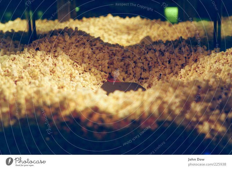 POP Lebensmittel Süßwaren Ernährung lecker süß Popkorn Kino Anhäufung Reflexion & Spiegelung Schaufenster Wärme Warmes Licht genießen Mais Gedeckte Farben