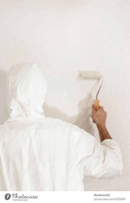 Malermeister weiß Farbe Wand Mauer hell frisch neu festhalten streichen Renovieren Anstreicher Rolle Neuanfang Beruf Schutzanzug Renoviert