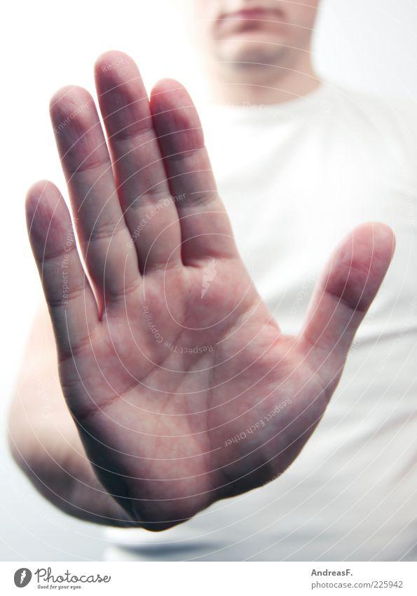 STOP Mensch maskulin Mann Erwachsene Hand Finger 1 Zeichen Sicherheit Schutz Angst gefährlich stoppen blockieren abwehrend Abwehrhaltung Defensive