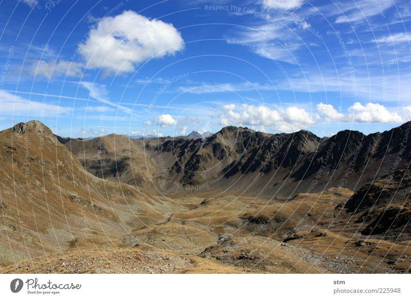menschenleer Himmel Natur Pflanze Wolken Ferne Wiese Herbst Berge u. Gebirge Freiheit Umwelt Landschaft Erde Horizont Felsen Urelemente Hügel