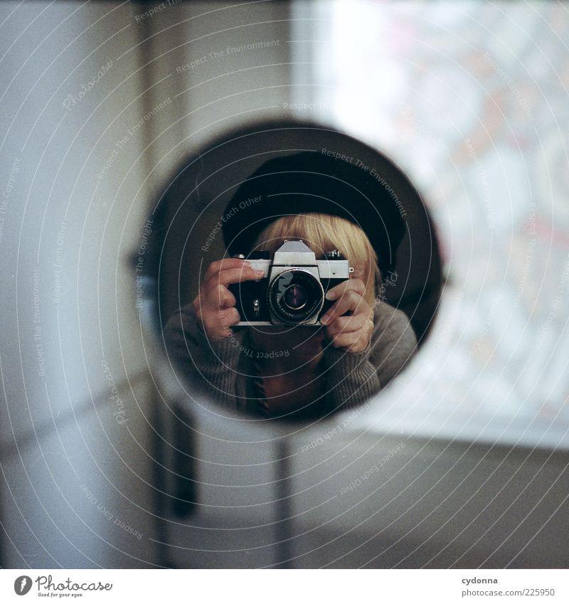 Punkt. Mensch schön Leben Fenster Freiheit Stil Raum Freizeit & Hobby ästhetisch Lifestyle einzigartig Neugier geheimnisvoll Spiegel Kreativität entdecken