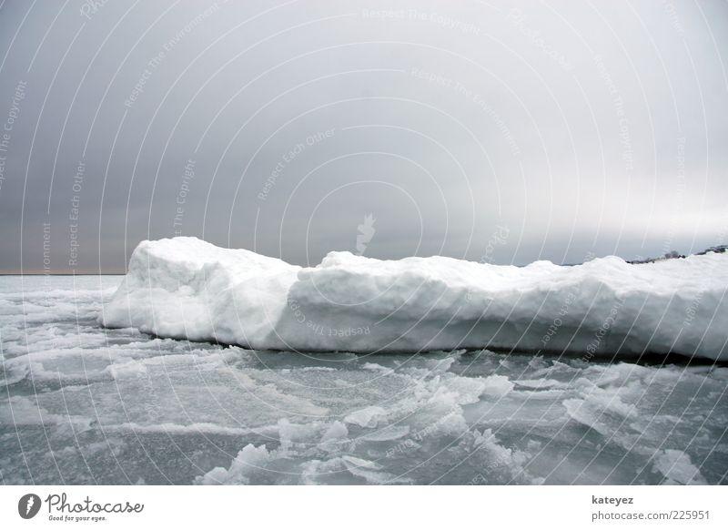 Schlittschuhfahren auf der Ostsee? Ferien & Urlaub & Reisen Meer Winter Schnee Wasser Himmel Gewitterwolken Eis Frost Küste Eisscholle kalt blau grau weiß
