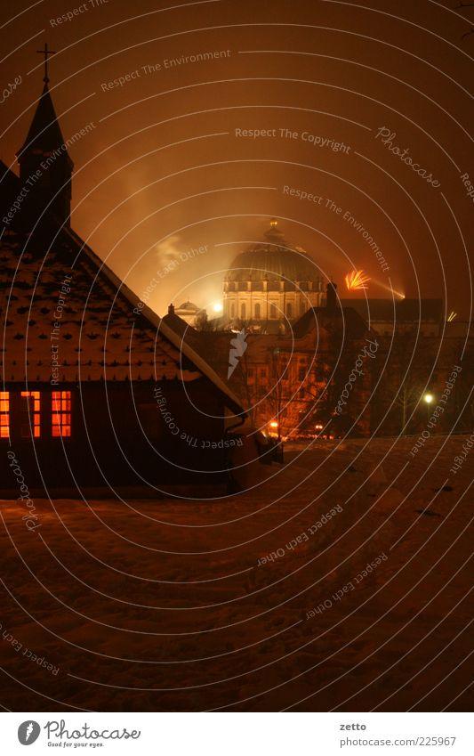 DomBeschuß Winter dunkel Schnee Fenster Architektur Stimmung Religion & Glaube Feste & Feiern Fassade Kirche Dach Silvester u. Neujahr Dorf Feuerwerk mystisch