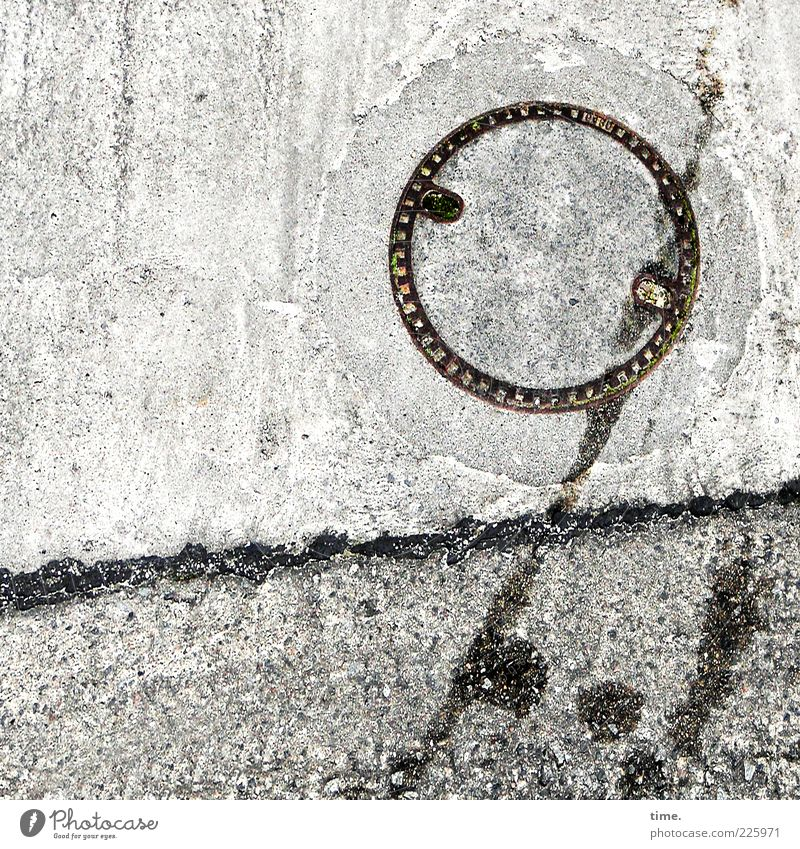 Die Sonne ist müde, sagt Lukas grau Stein Linie Beton rund diagonal Eisen Fleck Furche Gully gefleckt Schwarzweißfoto Rohstoffe & Kraftstoffe Altöl