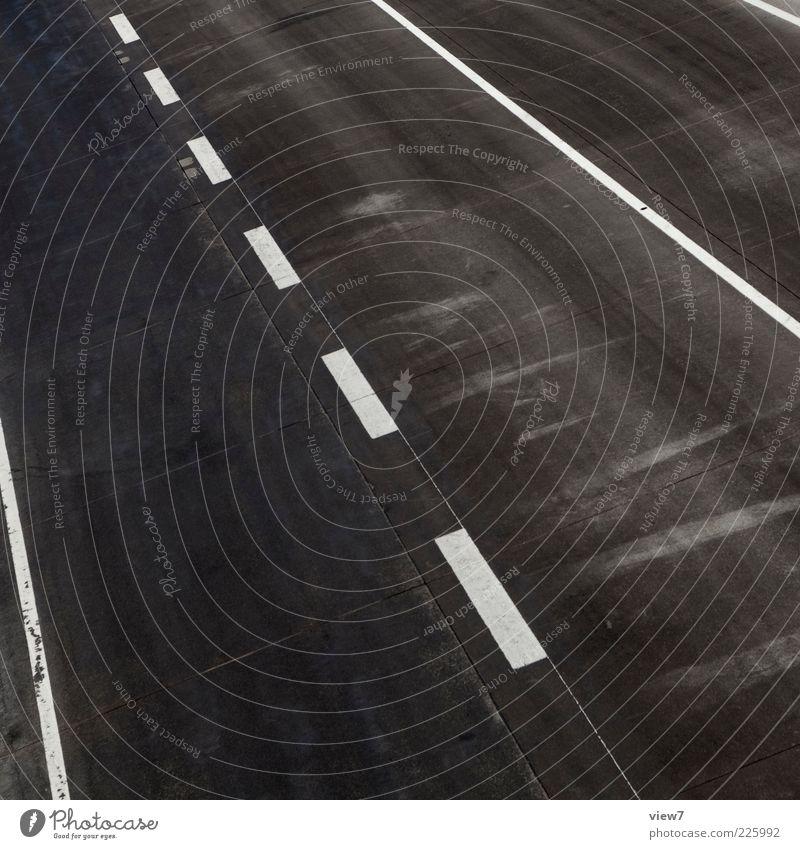 Straßenbahn Ferne schwarz Straße kalt oben Wege & Pfade Linie Beton hoch Ordnung ästhetisch neu Perspektive Streifen einfach Güterverkehr & Logistik