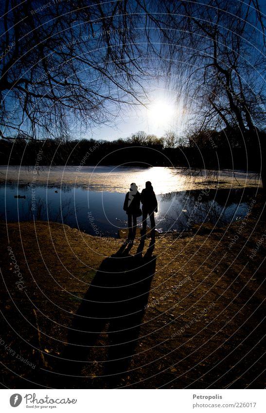 When the sun comes up It will be on our side Mensch Wasser Baum Sonne ruhig Erholung Umwelt Gefühle See Denken Paar Stimmung Zufriedenheit Freizeit & Hobby