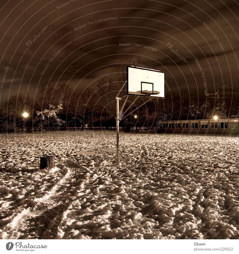 wo is´n jetzt dieser joarden Ballsport Natur Landschaft Winter Schnee Platz stehen ästhetisch dunkel gruselig kalt Licht Sportplatz Basketball Basketballkorb