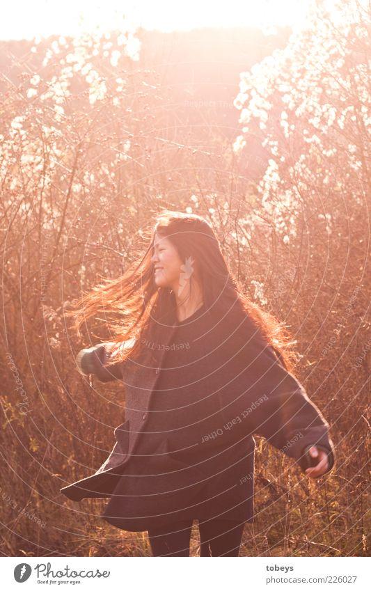 ...wanna have fun Natur Jugendliche Freude Sommer Ferne Wald feminin Herbst Freiheit Gefühle Glück Bewegung Erwachsene Gesundheit Ausflug