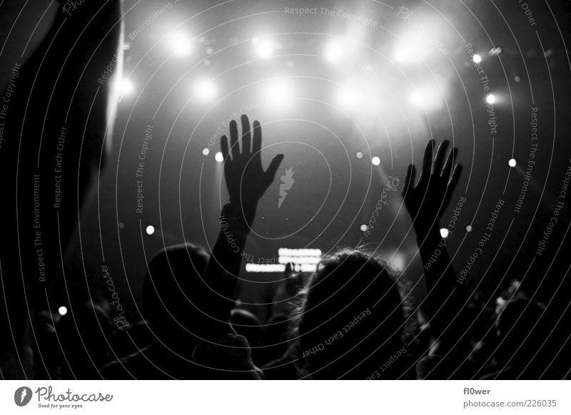 ++++PUT YOUR HANDS UP IN THE AIR++++ Hand schwarz Gefühle Stimmung Musik Arme authentisch Finger Konzert Veranstaltung Bühne Publikum Begeisterung Erwartung