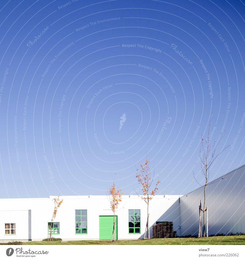 face Industrie Schönes Wetter Baum Haus Industrieanlage Fabrik Tor Bauwerk Architektur Mauer Wand Fassade Fenster Tür ästhetisch authentisch einfach elegant