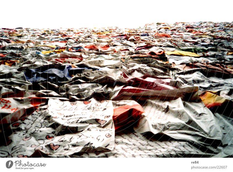 Liebesbriefe Brief mehrfarbig Post Papier Dinge Berlin Farbe sehr viele Haufen