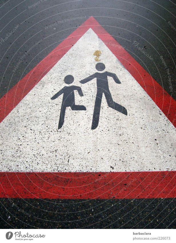 Weg frei für unsere Zukunft Straße Leben klein gehen laufen Schilder & Markierungen rennen gefährlich Sicherheit bedrohlich Hinweisschild Asphalt Schutz Zeichen Teer Fußgänger