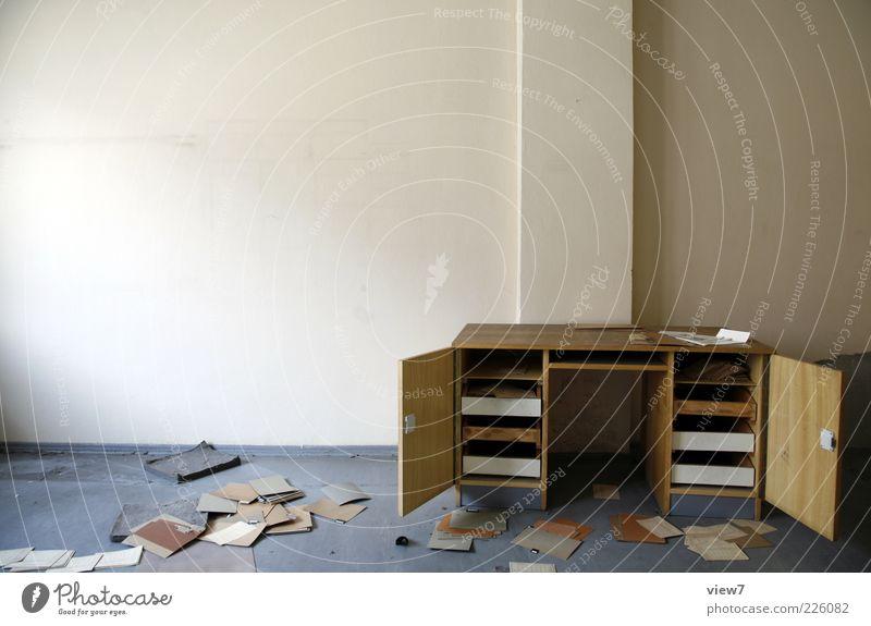 Dokumentenmanagement alt Stimmung braun Business Büro Raum offen modern verrückt Beton Tisch Papier Zeichen Neugier Suche Schriftstück
