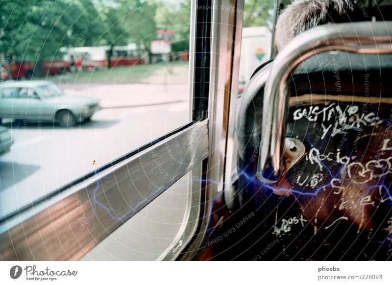 endless summer Platz Verkehr Verkehrsmittel Personenverkehr Straßenverkehr Straßenkreuzung Wegkreuzung PKW Bus Mobilität Mischung Sitzgelegenheit Autofenster