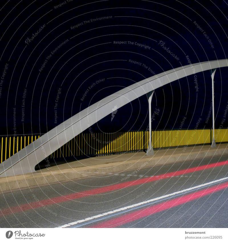 Drive-by gelb grau Wege & Pfade Metall rosa Geschwindigkeit Brücke fahren Asphalt Geländer Verkehrswege Autofahren Nachthimmel Teer Bogen Straßenverkehr