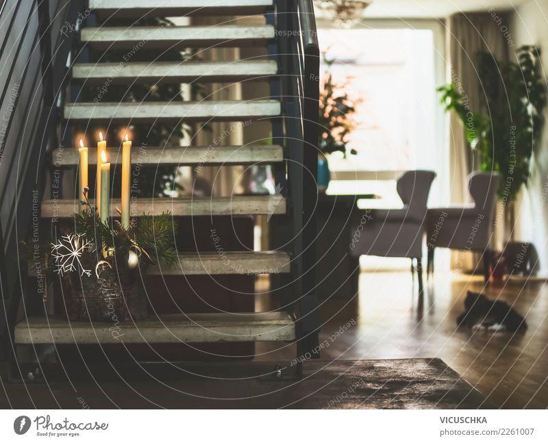 Gemütliche Wohnzimmer mi Treppe und Weihnachtskranz Lifestyle Stil Design Winter Häusliches Leben Wohnung Haus Feste & Feiern Weihnachten & Advent Fenster