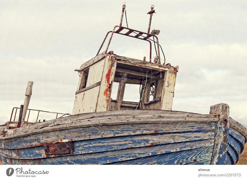 ausrangiert Ferien & Urlaub & Reisen Abenteuer Ferne Kreuzfahrt Küste Schifffahrt Fischerboot alt historisch kaputt maritim blau Romantik bescheiden Fernweh