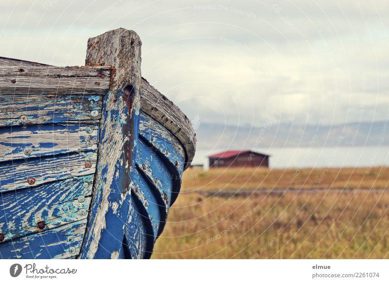 trockengelegt Wasser Seeufer Verkehrsmittel Schifffahrt Fischerboot liegen alt historisch kaputt maritim Originalität trist Romantik Gelassenheit Hoffnung