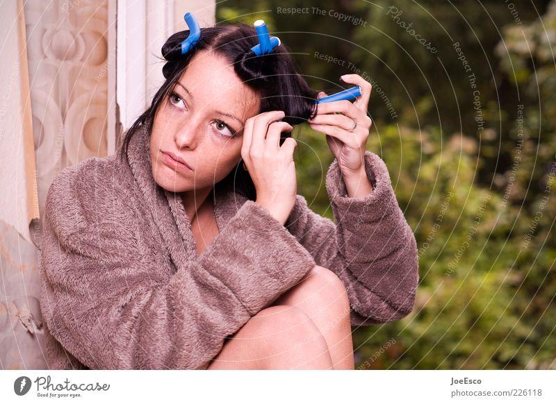 #226118 Frau Mensch Jugendliche schön Blatt ruhig Erholung Leben Gefühle Haare & Frisuren träumen Erwachsene Zufriedenheit Wohnung sitzen natürlich