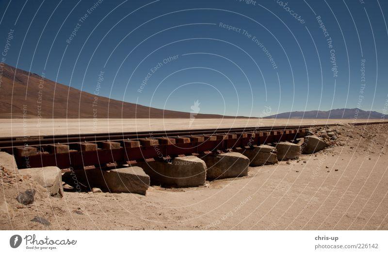 Bahnstrecke durchs Nirgendwo ruhig Ferien & Urlaub & Reisen Tourismus Berge u. Gebirge Bolivien Anden Südamerika Natur Landschaft Urelemente Sand Wüste