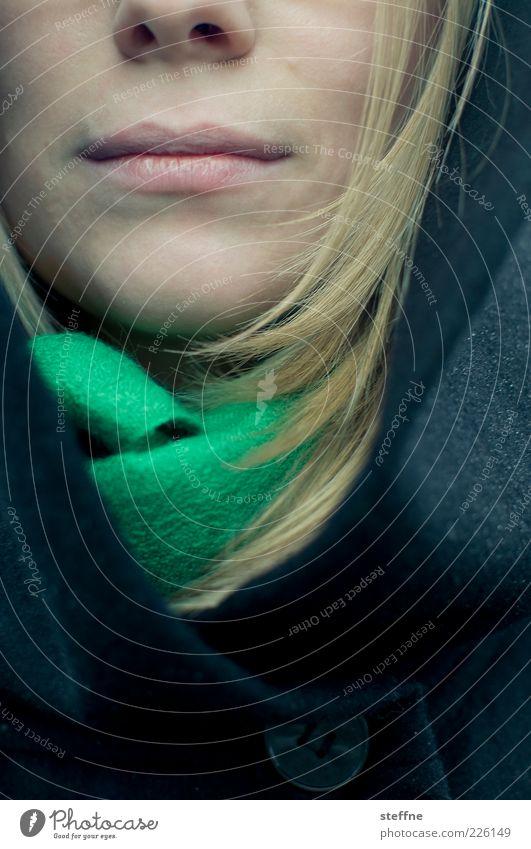 Erdbeermund Mensch Jugendliche schön Erwachsene feminin Haare & Frisuren blond Mund Lippen 18-30 Jahre Mantel langhaarig Junge Frau Schal Kragen Nasenloch