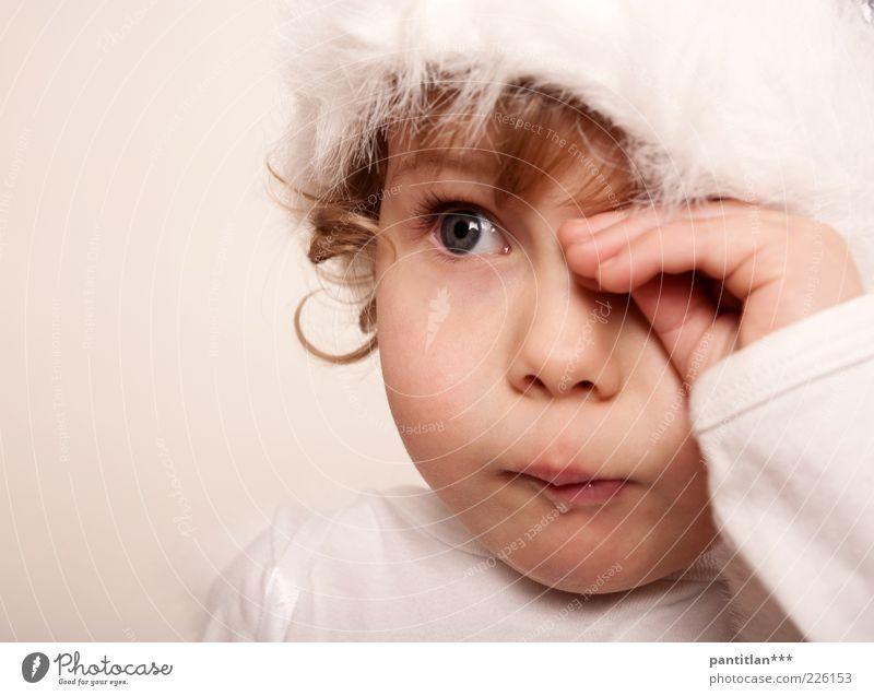 Helena 2.0 Mensch Kind Hand weiß schön Mädchen Gesicht Auge Haare & Frisuren Traurigkeit Kindheit blond Haut natürlich Suche Schutz