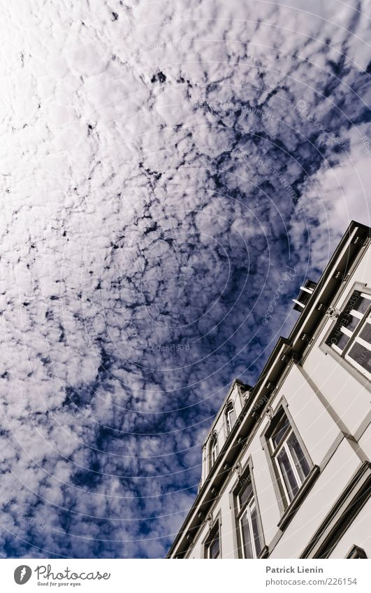 [500] Put your head towards the Air Umwelt Natur Himmel Wolken Sonnenlicht Klima Wetter Schönes Wetter Haus Bauwerk Gebäude Architektur Fenster Dach