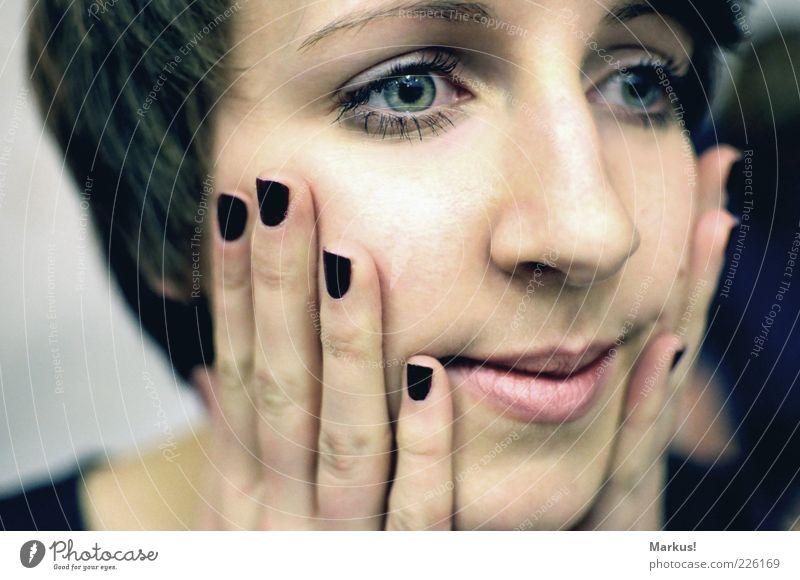 nur ein Blick von ihr Mensch Jugendliche Gesicht feminin Erwachsene nah nachdenklich berühren brünett 18-30 Jahre Sorge Junge Frau Fingernagel Zweifel