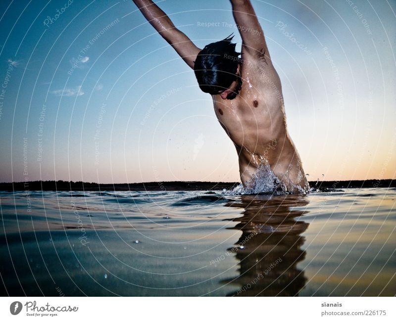 intimwäsche Mensch Mann Natur Jugendliche Wasser Sommer Leben Umwelt springen Erwachsene See Körper nass Schwimmen & Baden maskulin Sauberkeit