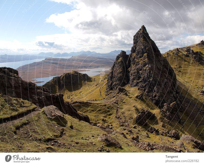 Isle of Skye Umwelt Natur Landschaft Erde Himmel Sommer Schönes Wetter Hügel Felsen Berge u. Gebirge Gipfel Schlucht Küste Blick wandern grün Glück Lebensfreude