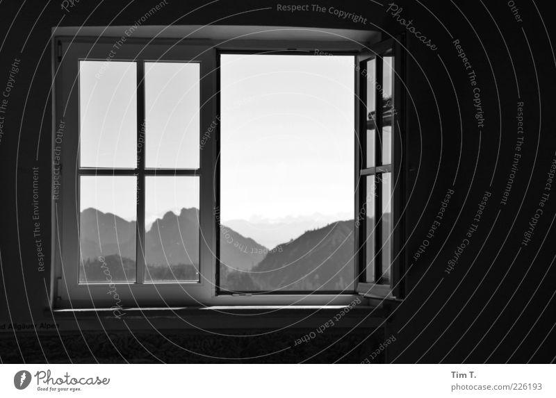 Fenster mit Ausblick Natur Einsamkeit Ferne Wald Berge u. Gebirge Umwelt Landschaft Deutschland offen Europa Alpen Fensterblick Fensterrahmen Fensterkreuz