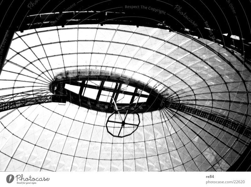Moderne Architektur NRW Dach durchsichtig Stahl Glas Sonne modern Himmel Industriefotografie