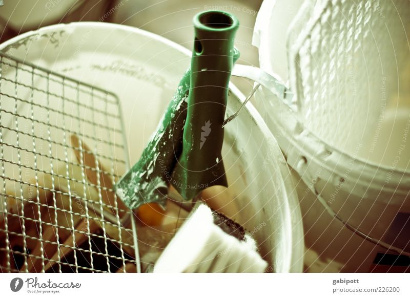 Die Montagsmaler grün weiß Farbe Arbeit & Erwerbstätigkeit Baustelle streichen Beruf Werkzeug Gitter Pinsel Renovieren Arbeitsplatz Eimer Lichteinfall Farbeimer