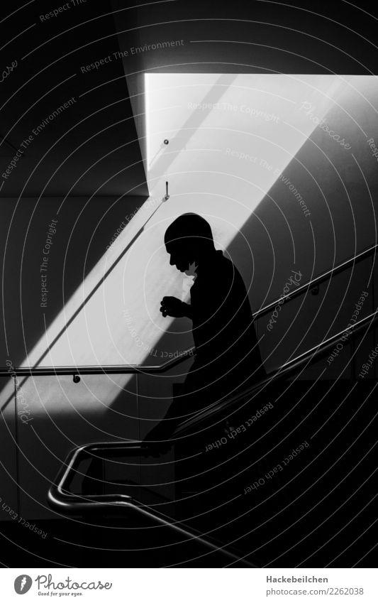 city ghost weiß schwarz grau gehen Angst Treppe laufen gefährlich erleuchten gruselig Geister u. Gespenster Erkenntnis
