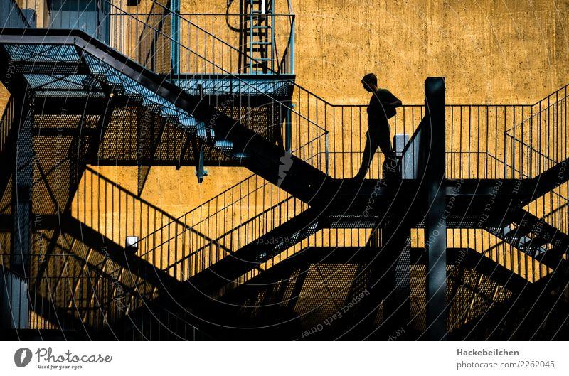 up and down Industrieanlage Fabrik Bauwerk Treppe Fassade gehen laufen Stadt blau gelb Farbfoto mehrfarbig Außenaufnahme Strukturen & Formen Tag Dämmerung Licht