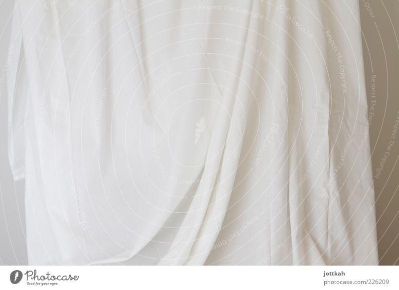 Wenn der Vorhang fällt ... weiß Kunst Beginn ästhetisch leer Stoff einfach Sauberkeit Neugier Falte Wäsche Tuch Ausstellung Bettlaken unschuldig Wahrheit