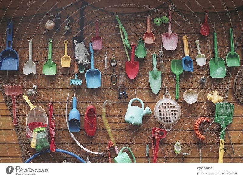 Strandgut Mauer Wand einzigartig Freizeit & Hobby Idee Kreativität Ordnung Vergänglichkeit Wert Spielzeug Netz Holzwand Sammlung Kunststoff Schaufel Sieb Rechen