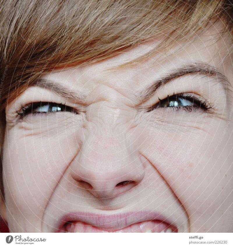 Wut, Ärger, nenn es wie du willst! Frau Jugendliche Gesicht Erwachsene Auge lustig blond Nase 18-30 Jahre einzigartig Hautfalten Junge Frau gruselig Stress