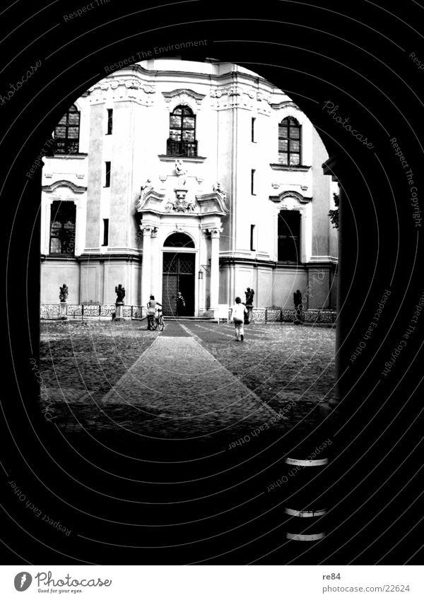 tunnelblick Tunnel schwarz weiß Architektur Berlin Religion & Glaube alt Burg oder Schloss