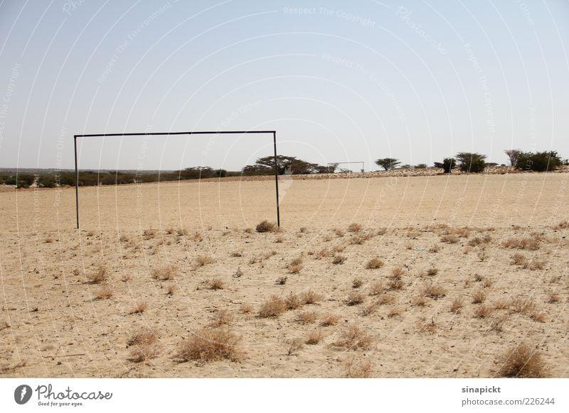 kumi na moja Ferne Gras Sand ästhetisch planen Ecke trist Ziel Unendlichkeit heiß trocken Verfall Tor Erwartung Symmetrie eckig