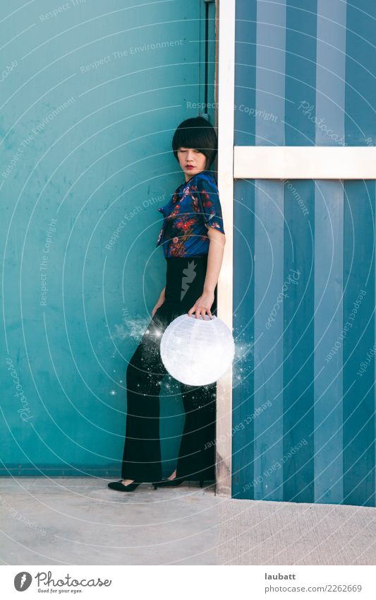 Mondmädchen Jugendliche Junge Frau Horizont Erfolg Abenteuer Zukunft entdecken Hoffnung Kerze Luftballon Wissenschaften innovativ Erfahrung Fortschritt