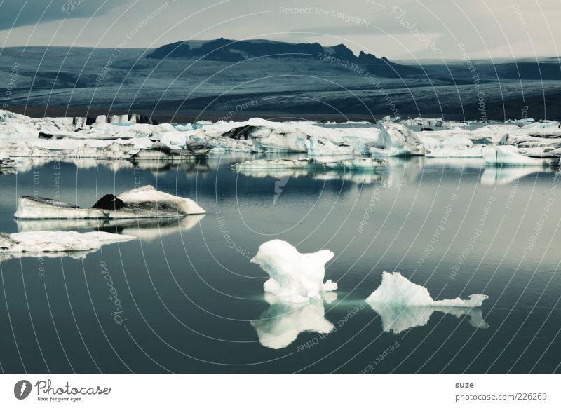 Von einem der auszog ... Natur Wasser blau Ferien & Urlaub & Reisen Einsamkeit kalt Landschaft Umwelt Stimmung See Eis Klima wild Frost Urelemente einzigartig